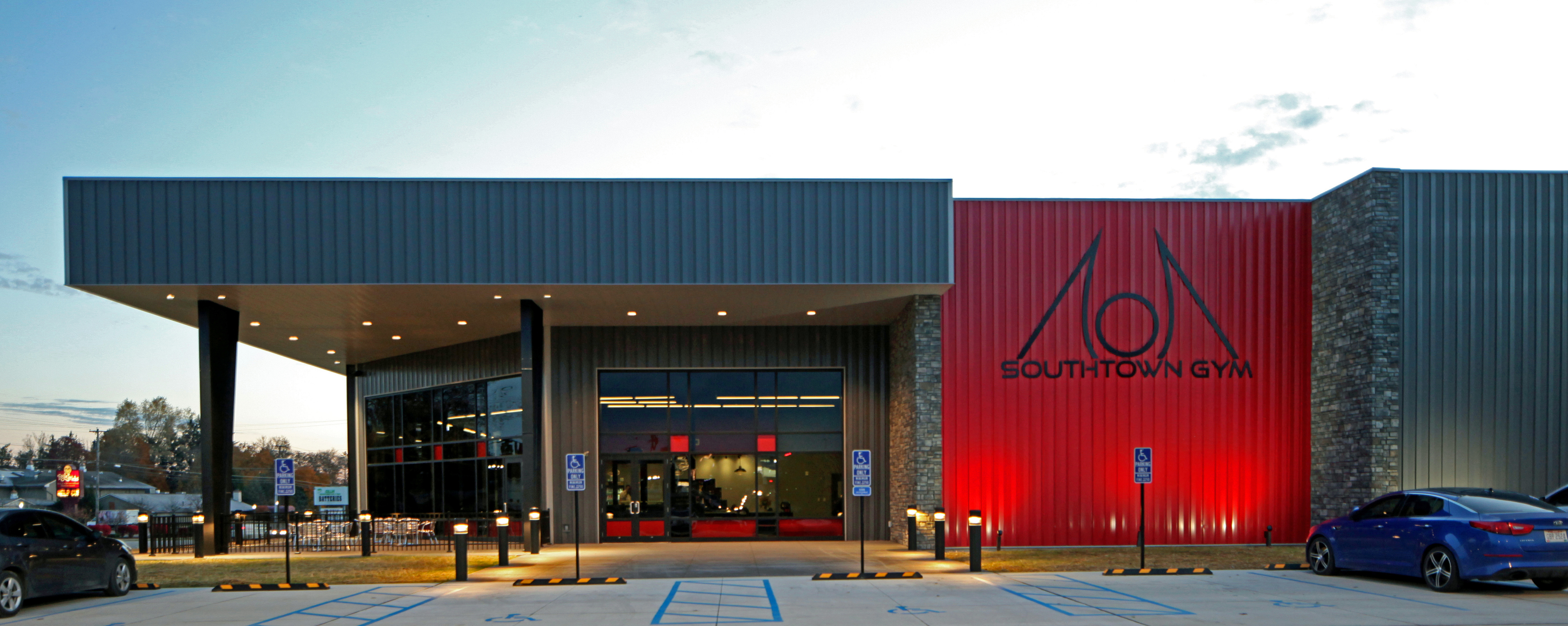 southtown-gym-zanesville-ohio-archtectural-apg-architects-fitness-center-steel-building-modern-industrial-branding-awesome